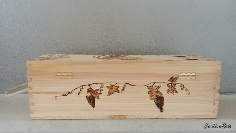 pyrographed-wooden-box-for-wines-customizable-wooden-box-for-one-bottle