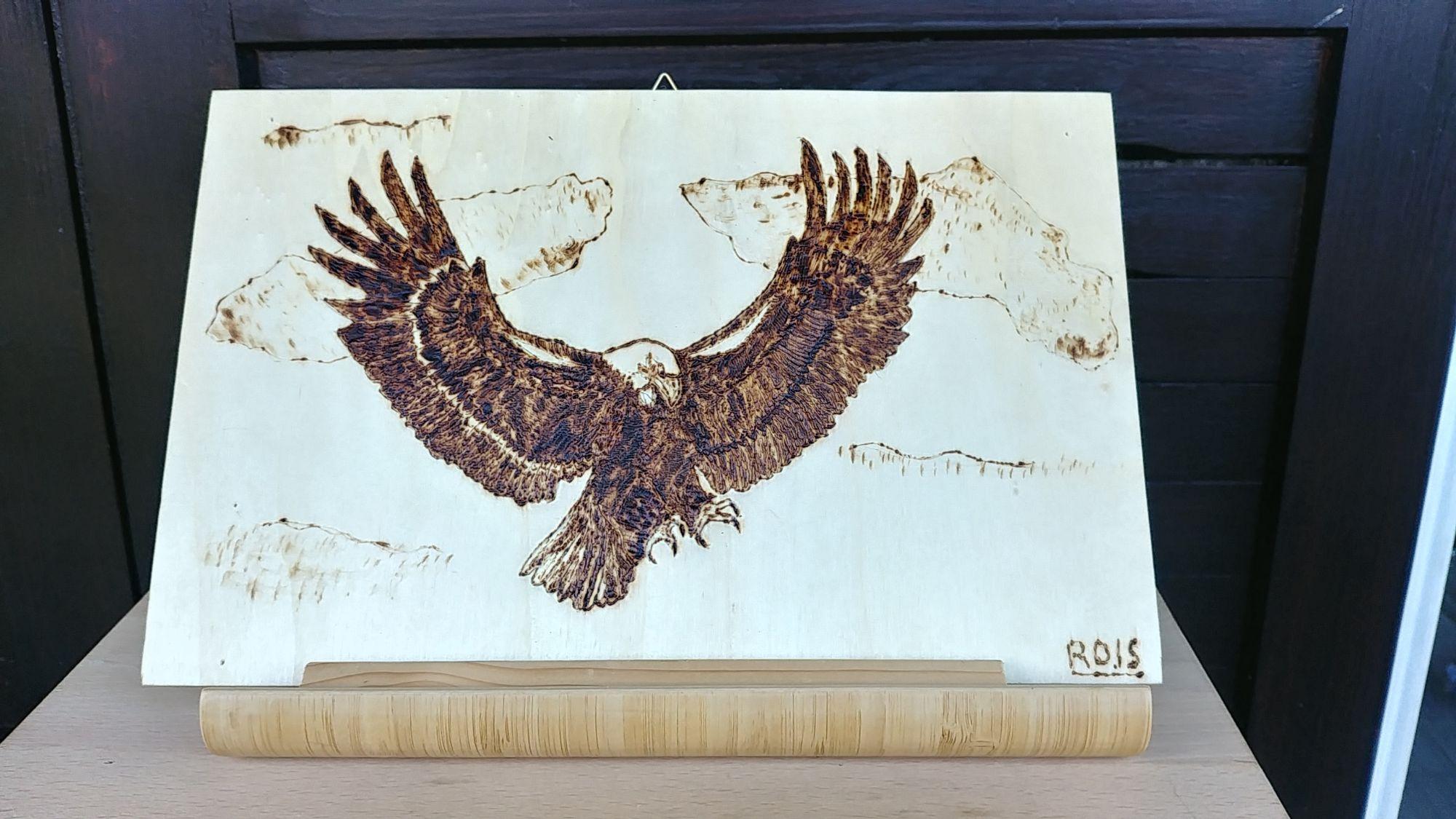 aquila-all-attacco-pirografia-su-legno